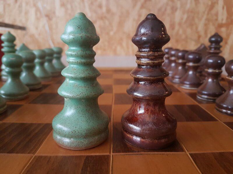 schaakstukken keramiek